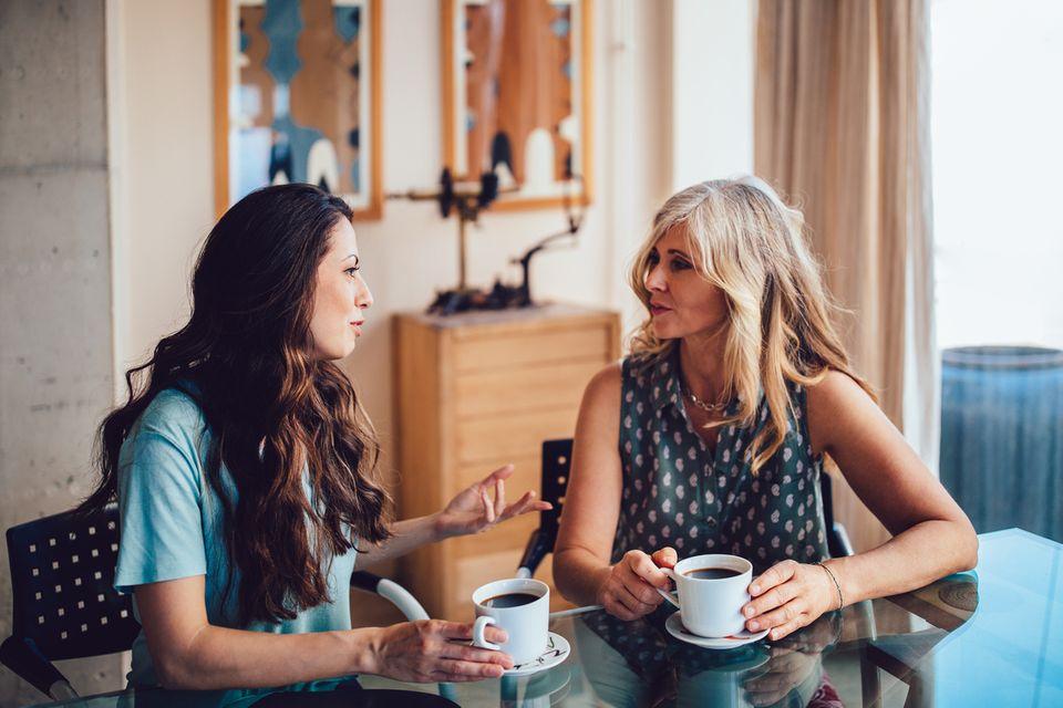 Fiese Mütterkommentare: 10 Sätze, mit denen sich Mütter gegenseitig das Leben schwermachen