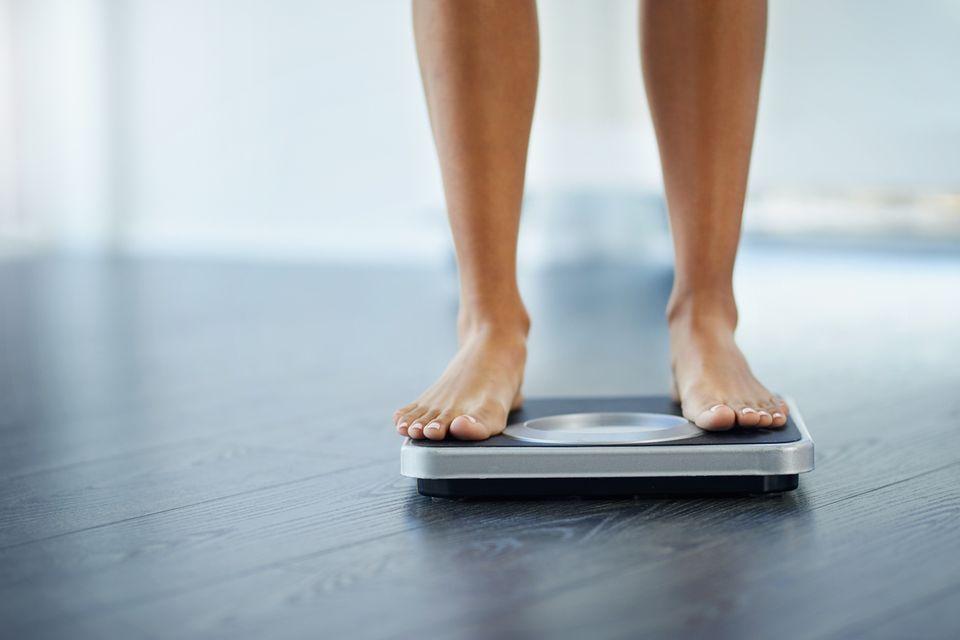 Rektusdiastase: So wirst du die Lücke in den Bauchmuskeln wieder los