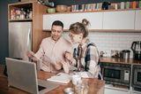 Ein Paar spricht über Finanzen