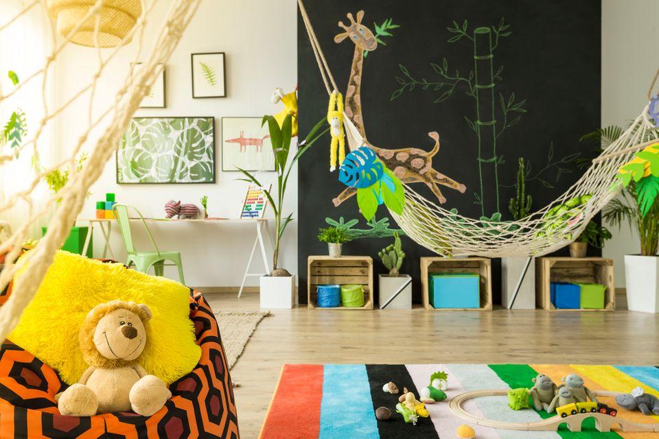 Schönes Kinderzimmer mit Dschungel-Einrichtung