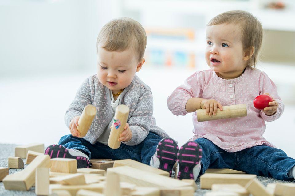 Kinder und Bauklötze