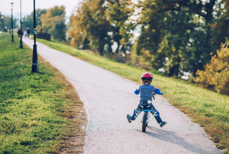 Fahrradfahren ist erlaubt – aber mit Abstand!