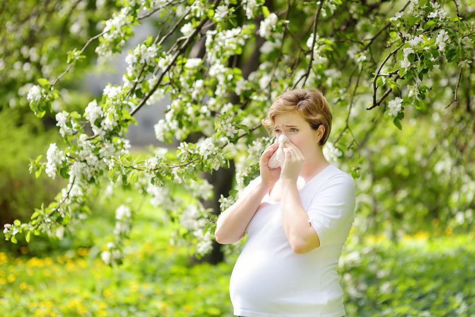 Frau-leidet-unter-Allergie