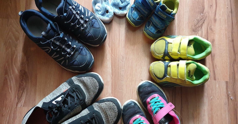 Lächeln und winken: Eltern-Interview: Die junge Mama mit den 4 absolut gewünschten Kindern in 5 Jahren