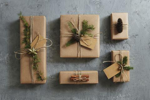 Geschenke verpackt mit Öko-Geschenkpapier