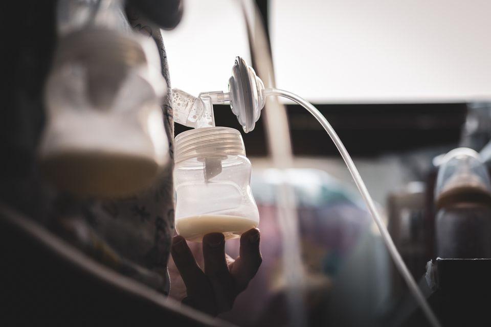 Muttermilch: Das Einmaleins des Abpumpens