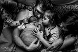 """Gesamt-Siegerfoto der Jury und Siegerfoto der Mitglieder in der Kategorie """"Postpartum""""      Ashley Marson Photography"""