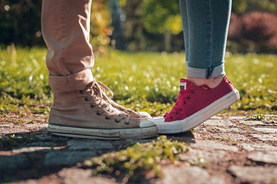 HPV Couple Kiss Füße Zehenspitzen