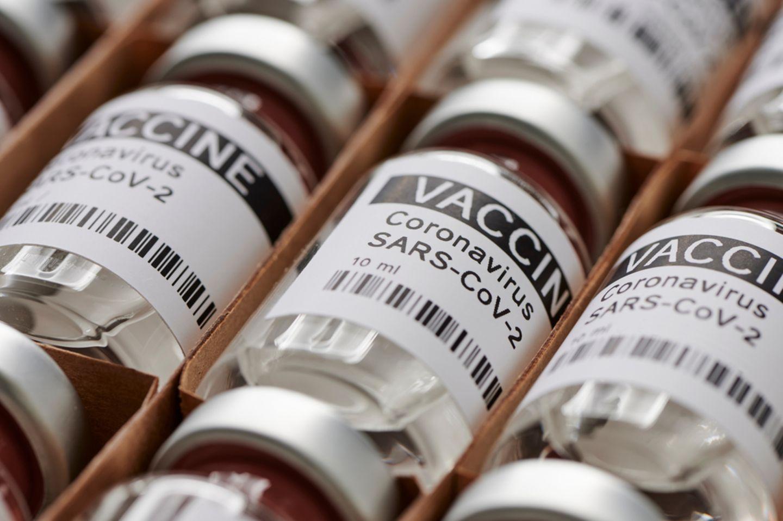 Der begehrte Corona-Impfstoff soll bald Lehrern und Erziehern zugute kommen