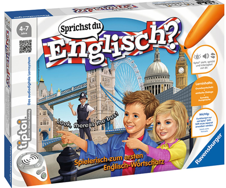 Sprichst Du Englisch?   Spielbrett rausholen, Spielkarten stapeln, tiptoi einschalten. Und los geht's! Nicht bloß der unkomplizierte Spielstart überzeugt – auch das Spielkonzept. Insgesamt vier Kinder können auf dem detailreich gezeichneten Wimmelbild im Wettstreit nach den Dingen suchen, die ihnen der tiptoi-Stift in englischer Sprache vorgibt. Sind sie erfolgreich, dürfen sie die entsprechende Spielkarte behalten. Auch kleine Dialoge gilt es zu verstehen. Anfänger können auf die deutsche Übersetzung zurückgreifen, und später geht's dann in die schwierigeren Spiellevel. Genau hingucken, genau hinhören und möglichst viele Karten einheimsen – eine einfache Spielidee, genial umgesetzt, um die ersten englischen Vokabeln zu verstehen.   tiptoi®, Ravensburger Spieleverlag, 29,99 Euro