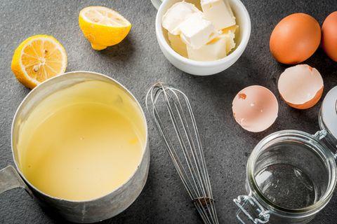 In der Schwangerschaft ist die klassische Sauce Hollandaise mit Eigelb und Co. tabu