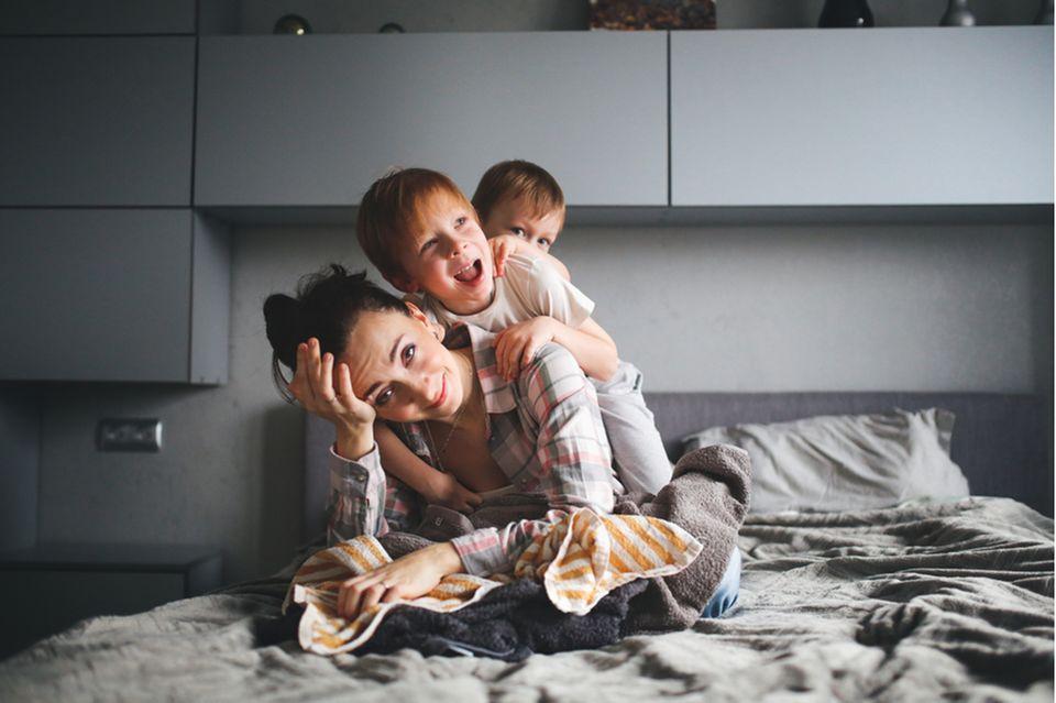 mama-leicht-verzweifelt-mit-ihren-kindern