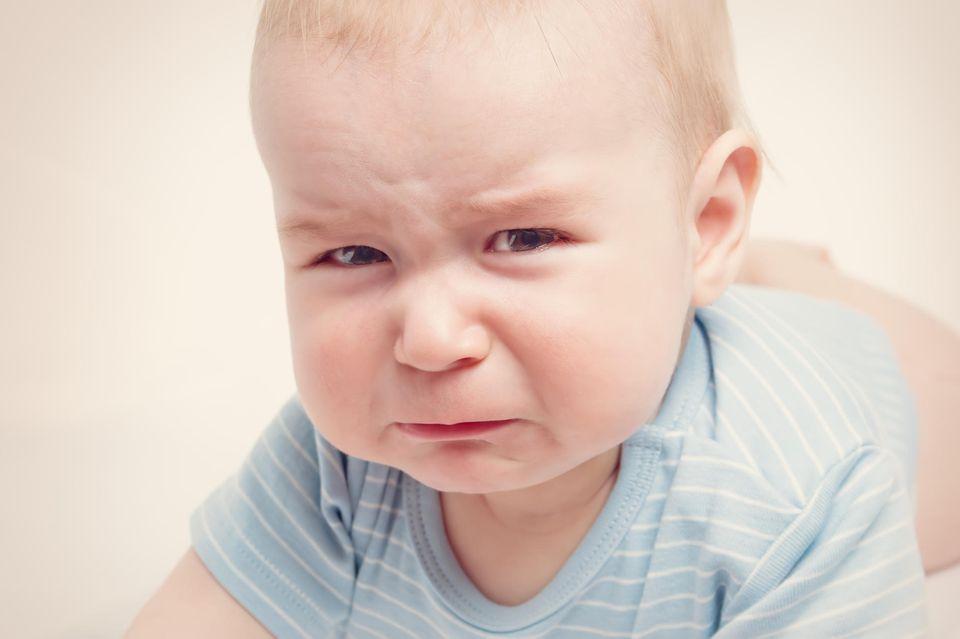 Schlimme Babynamen: Baby guckt mürrisch