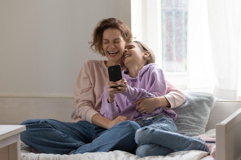 Pubertierende Kinder: Mutter und Tochter