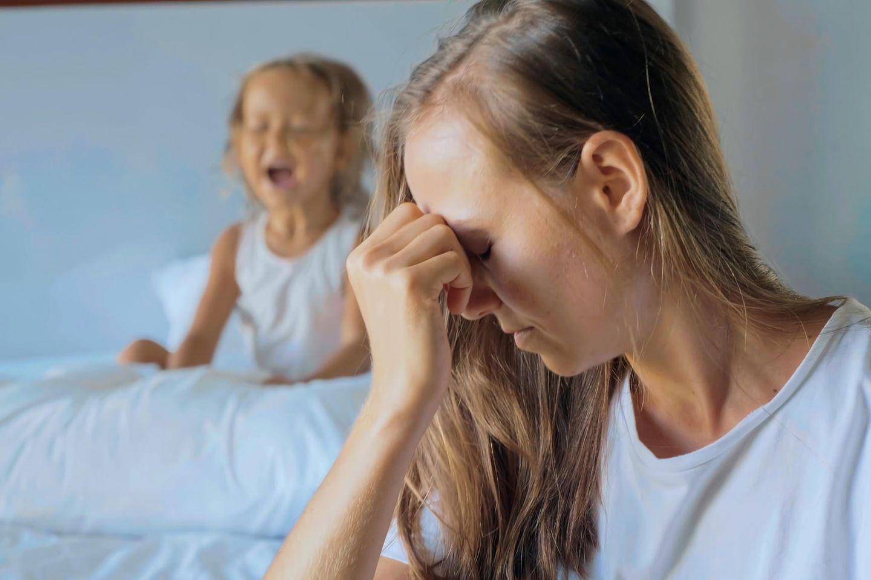 Vom Kind genervte Mutter