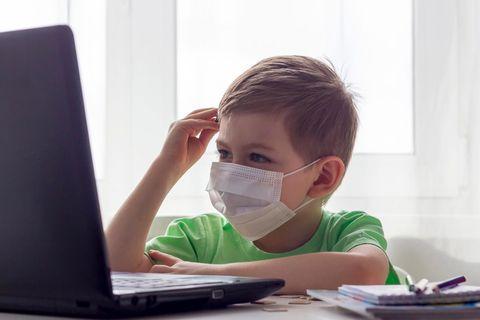 Kinder im Lockdown, Junge vor Computer