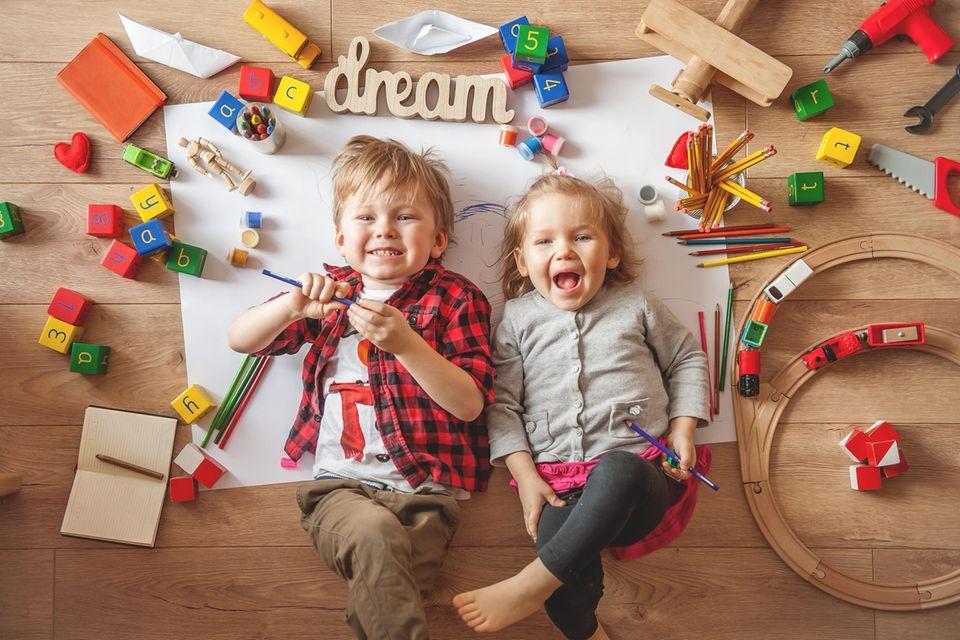 Spiele selber machen: Kinder, die spielen