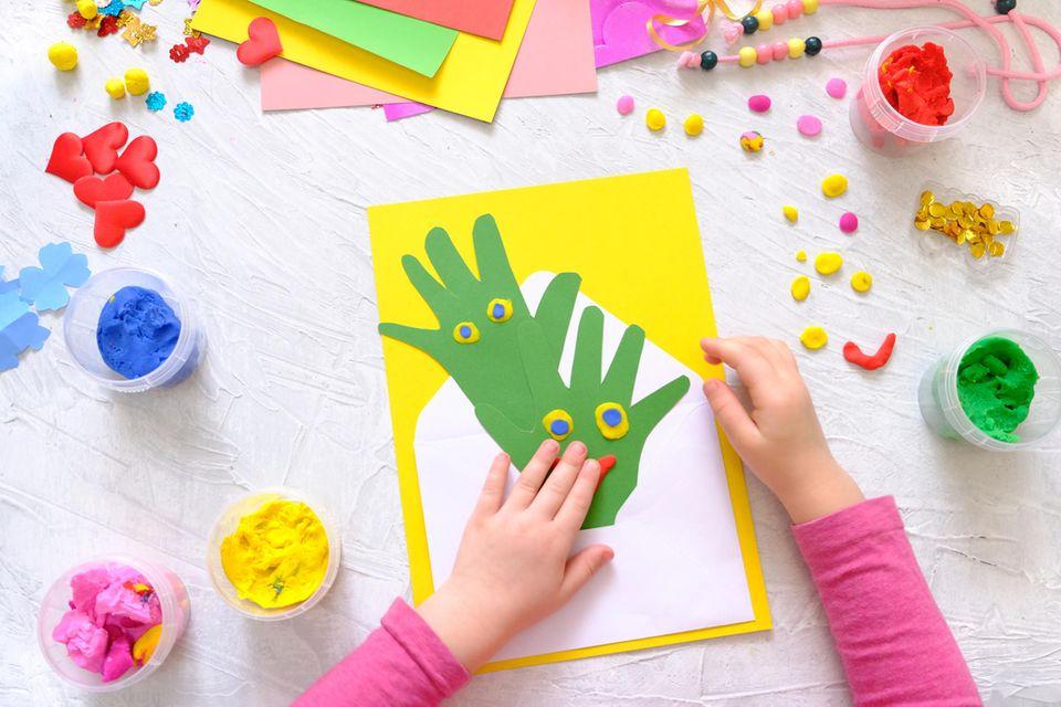 Basteln mit Kleinkindern: Basteln mit dem Händeabdruck