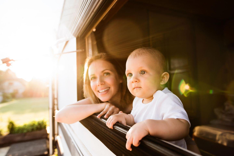 Mama und Baby im Wohnmobil