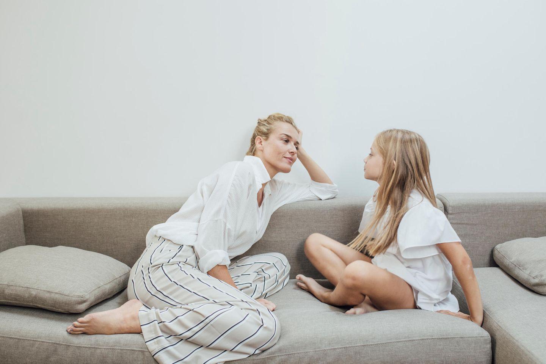 Kommunikation: Eine Mutter redet mit ihrer Tochter