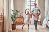 Papa und Tochter tanzen Ballett