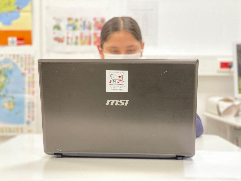 Telekom-Aktion: Kind vor dem Laptop