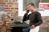Telekom-Aktion: Mann telefoniert