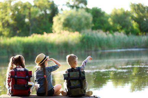 Ferien zu Hause: Kinder am See