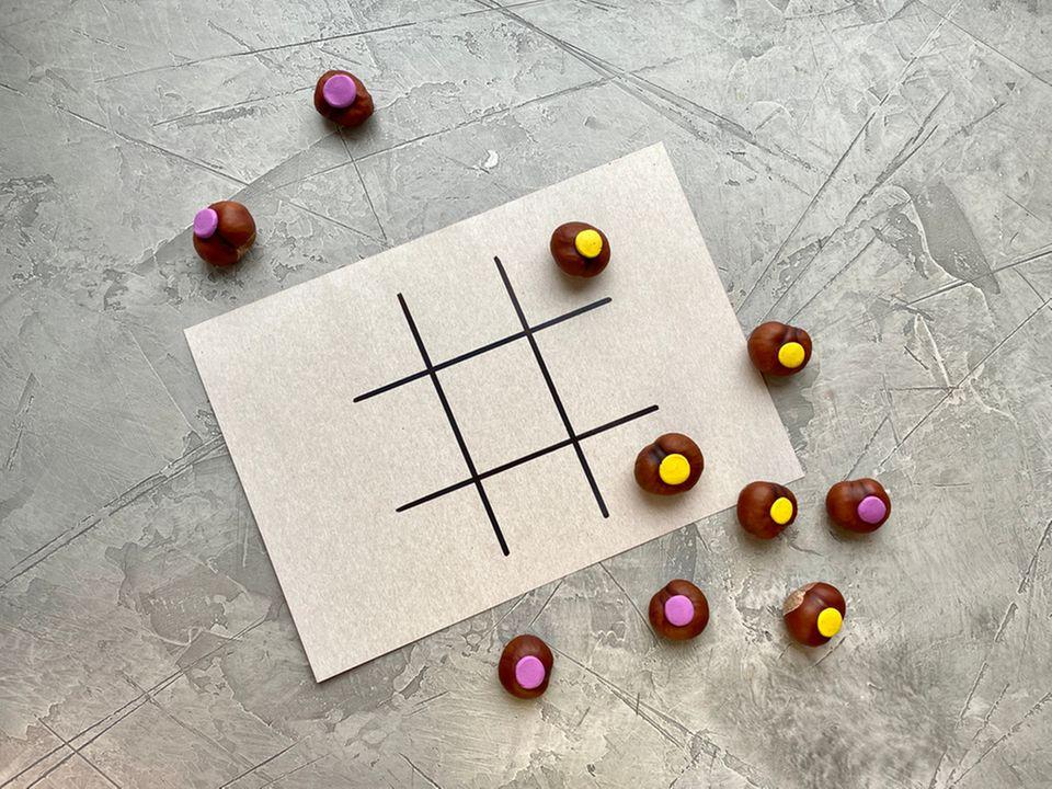 Basteln mit Kastanien: Tic-Tac-Toe-Spiel