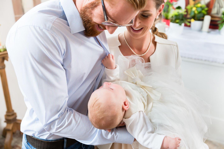 Fürbitten zur Taufe: Taufkind mit Eltern