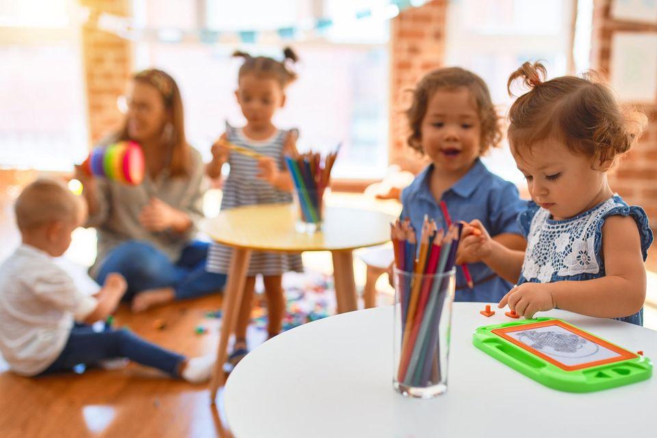 Betrunkene Erzieherinnen im Kindergarten