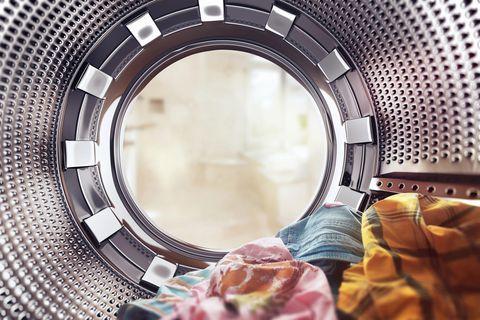 Wasche liegt in einer Waschmaschine
