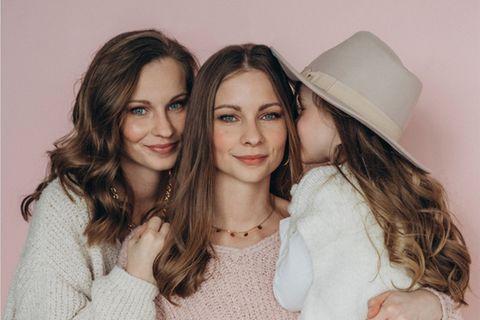 Das Twinteam: Nina und Lara mit Tochter Lea
