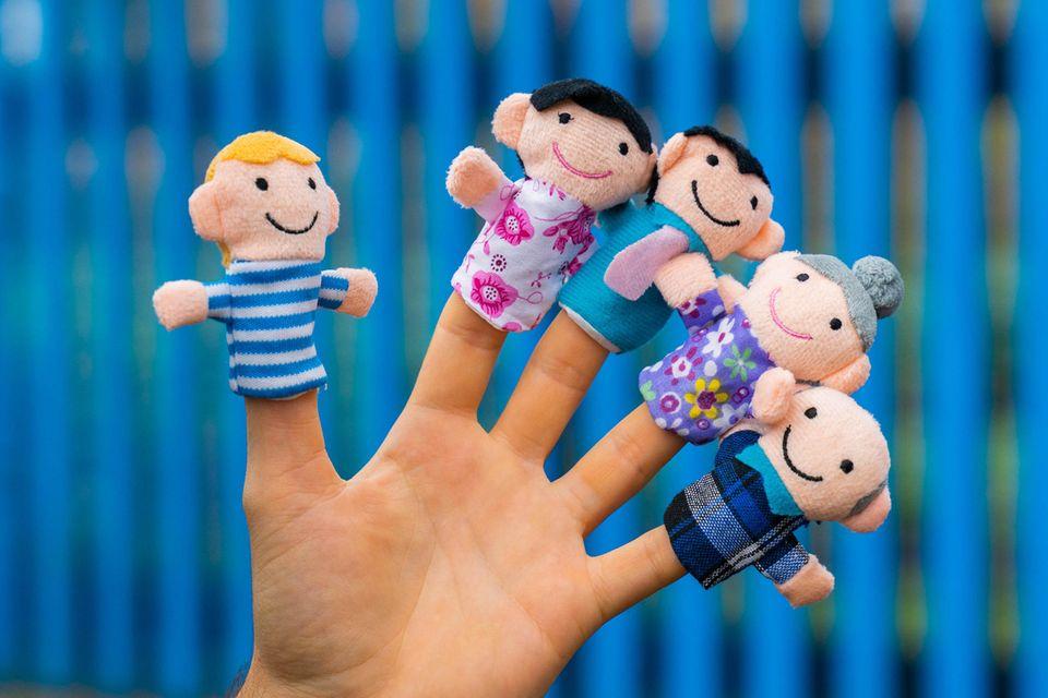 Das ist der Daumen: Hand mit Fingerpuppen