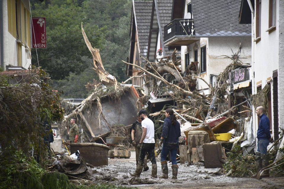 """Flutkatastrophe in Deutschland: """"Tag der Hilfe"""" bei RTL und stern: Chaos auf den Straßen"""