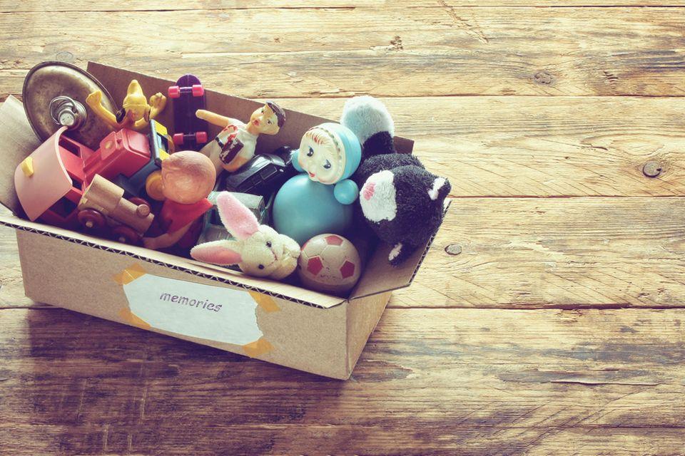 Spielzeug für Kinder: Box mit Spielsachen