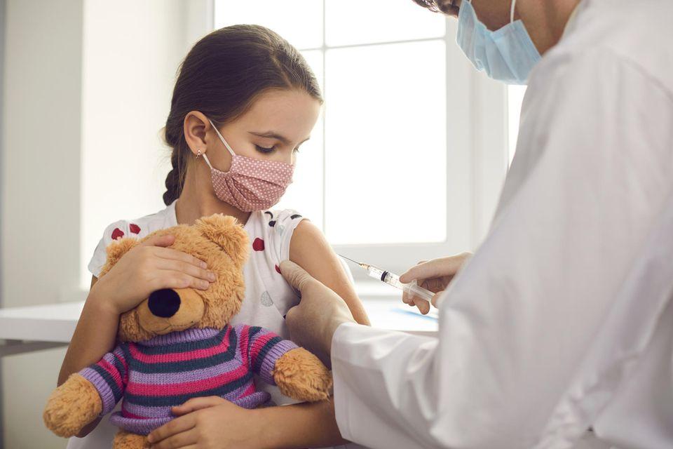 Studie zeigt: Kinder unter zwölf Jahren vertragen den Biontech-Impfstoff gut.