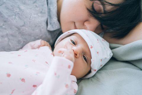 Laura Schäfer: Mutter mit Baby