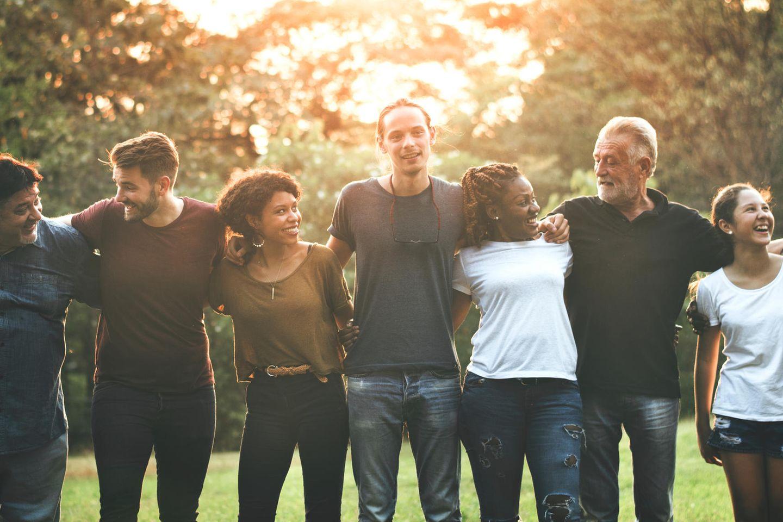 Gruppe von Personen: 8 Typen von Menschen, die du in deinem Leben brauchst